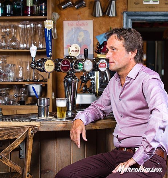 Marco Kimsen zittend aan de bar